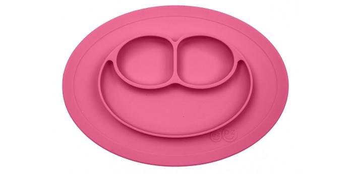 Ezpz Низкая тарелка с разделителями на овальным подносе Mini Mat 240 млНизкая тарелка с разделителями на овальным подносе Mini Mat 240 млУменьшенная версия Happy Mat.   Предназначен для столиков для кормления и использования в поездках.   Рекомендован для малышей от 4 месяцев. Тоньше, легче и компактнее, чем Happy Mat, но обладает теми же отличительными чертами: присасывается к столу, чтобы ребенок не смог его перевернуть; подходит для микроволновки и посудомоечной машины; улыбается и вызывает у детей улыбку.   Вмещает 240 мл.  Возраст: 4 месяца + Материал: пищевой силикон Размер: 21.5 х 19.5 х 2.5 см<br>