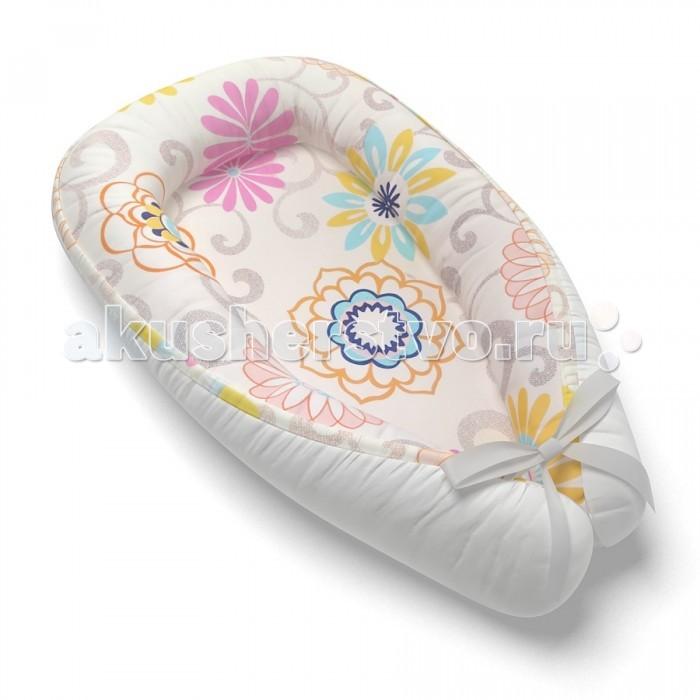 Farla Кокон-Гнездышко для новорожденного NestКокон-Гнездышко для новорожденного NestВ уютном коконе-гнездышке Farla Nest новорожденный будет чувствовать себя как в утробе матери. Кокон эргономичен, имеет мягкие закругленные бортики, которые как бы окутывают малыша. Благодаря нахождению младенца в физиологичной позе, улучшается сон и уменьшаются колики.   Лукошко можно использовать с первого дня жизни ребенка, оно подарит ощущение комфорта и спокойствия. В нем можно оставить малыша на некоторое время, не беспокоясь о том, что он может перевернуться и упасть.  Farla Nest поможет Вам научить малыша держать головку.  В коконе очень удобно менять положение ребенка с одного бока на другой, делая точкой опоры бортик.  Гнездышко станет любимым местом сна ребеночка. В нем удобно кормить и пеленать. Для новорожденного кроватка часто кажется большой и пугающей. Лукошко можно положить в детскую кроватку, оно поможет уменьшить ее под размер малыша.  Кокон-гнездышко можно взять к маме с папой в кровать, для того чтобы быть ближе с ребеночком.  Так же Farla Nest станет отличным помощником на прогулке в коляске. Он будет оберегать во время сна, создавая дополнительный комфорт и тепло. Кокон - Гнездышко для новорожденных Farla Nest станет отличным подарком на выписку из роддома.  Состав: Верх - Сатин 100% хлопок. Наполнитель: Холлофайбер® 200 г/м&#178;. Подкладка - Сатин 100% хлопок. Размер: 90 Х 55 см<br>