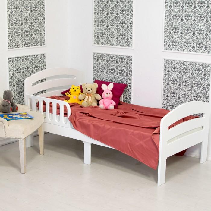 Детская кроватка Феалта-baby подростковая Лахтаподростковая ЛахтаФеалта-baby Кровать подростковая Лахта лаконичный и в тоже время изящный дизайн которой позволят гармонично вписать ее в интерьер детской, оформленной в различных стилях, привлекающих подростков. Она также будет хорошо смотреться в комнате малыша.  Кровать изготовлена из дерева – это не только обеспечивает ее прочность и устойчивость к механическим повреждениям, но и делает детскую более уютной. Спальное место для детей должно быть не только комфортным во время сна, но и безопасным, если дети увлекаются активными играми. Производитель – фабрика мебели «Феалта» позаботился о том, чтобы сделать кровать устойчивой. Ее поддерживает не 4, а 6 прочных ножек. Все углы закруглены, чтобы избежать серьезных травм при падениях.  Для спокойного и безопасного сна малышей в комплекте есть два съемных решетчатых бортика, защищающих от падения. Они устанавливаются с любой стороны, поэтому подростковую кровать Феалта-baby Лахта можно ставить как у стены, так и в центре детской.  Кровать окрашена в темный шоколадный цвет итальянской полиуретановой краской. Она обеспечивает более прочное покрытие, чем водная, образует абсолютно гладкую поверхность, которую легко поддерживать в чистоте.  Особенности: Размер спального ложа: 160 х 80 см Высота подматрасника от пола: 30 см, до края бортика: 32 см  Высота бортиков 25 см, длина 60 см  Габариты кровати в собранном виде: 165 х 85 см, высота спинок: 80 см и 65 см<br>