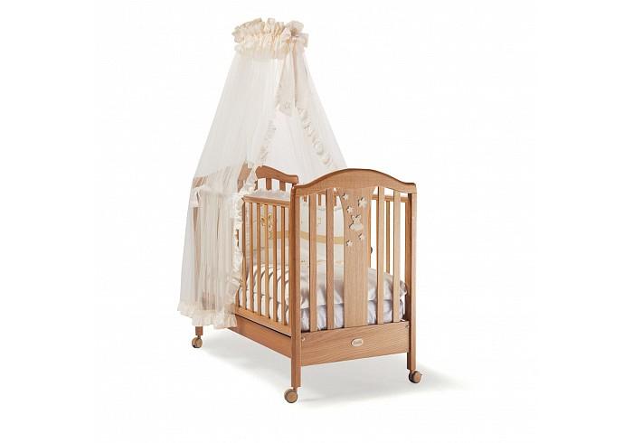Детская кроватка Feretti Ariston RovereAriston RovereДетская кроватка Feretti Ariston Rovere классического дизайна и строгие формы, подчеркнутые безупречной сдержанностью, вызывают в памяти тепло традиции, пересмотренной в современном ключе.  Особенности: Для детей от 0 до 5 лет Изготовлена из массива бука При изготовлении используются только натуральные и нетоксичные лаки, краски и клеи Рейки обеспечивают надежное крепление матрас Два уровня положения дна Две регулирующийся стенки Механизм регулировки борта одной рукой Бортики снабжены силиконовыми накладками Выдвижной ящик для постельного белья или игрушек Съёмные, самоцентрирующиеся колеса, снабжены 2 тормозами Украшена аппликацией<br>