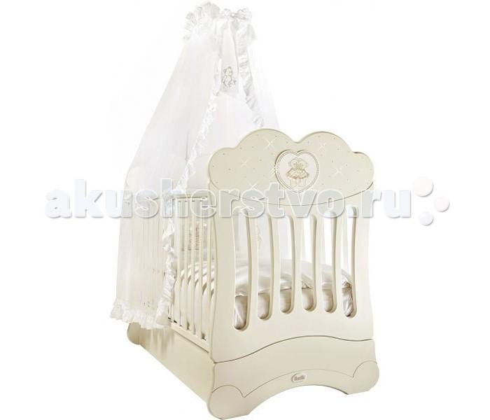 Детская кроватка Feretti FMS Chaton продольный маятникFMS Chaton продольный маятникДетская кроватка Feretti FMS Chaton продольный маятник  Изысканная модель, украшенная стразами Swarovsky. Кроватка выполнена из натурального бука. Данный материал выдержит взросление не одного малыша, и будет радовать своим прекрасным внешним видом.   Дно кроватки регулируется в двух положениях.  Обе стенки кровати регулируемые, причем бортик кроватки может регулироваться одной рукой. Силиконовые накладки на бортики защитят от повреждений кровать и десны ребенка.  Особенности: система автоматического качания механизм качания - продольный маятник кроватка украшена аппликацией в виде мишки со стразами Swarovsky; дно кроватки регулируется в двух положения - для новорожденного малыша и для ребенка постарше, который уже сам может вставать в кровати; бортик кроватки регулируется одной рукой, без усилий; система FMS (Feretti Mistery Sistem) - это один из эксклюзивных патентов компании Feretti.   Благодаря особому устройству у застопоренного маятника нет никакого люфта, кроватка стоит совершенно неподвижно; деревянные рейки обеспечивают хорошее основание под матрас. стенки с силиконовыми накладками  уникальный механизм маятникового качания FMS (скрытый внутрь короба, вследствие чего ящик для белья не предусмотрен и боковина не опускается)<br>