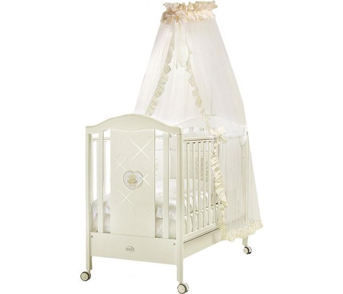 Детская кроватка Feretti Mon AmourMon AmourДетская кроватка Feretti Mon Amour рекомендована для детей с рождения.  Красивый и оригинальный дизайн порадует вас и вашего малыша. Боковые ограждения кроватки украшены сердечком в котором изображены два медвежонка со стразами. Кроватка изготовлена из массива бука.  При изготовлении используются только натуральные и нетоксичные лаки, краски и клеи  Особенности: Ортопедическая сетка и рейки обеспечивают надежное крепление матраса Два уровня положения дна Две регулирующиеся стенки Механизм регулировки борта одной рукой Бортики снабжены силиконовыми накладками Выдвижной ящик для постельного белья или игрушек Съёмные самоцентрирующиеся колеса снабжены 2 тормозами Украшена аппликацией<br>