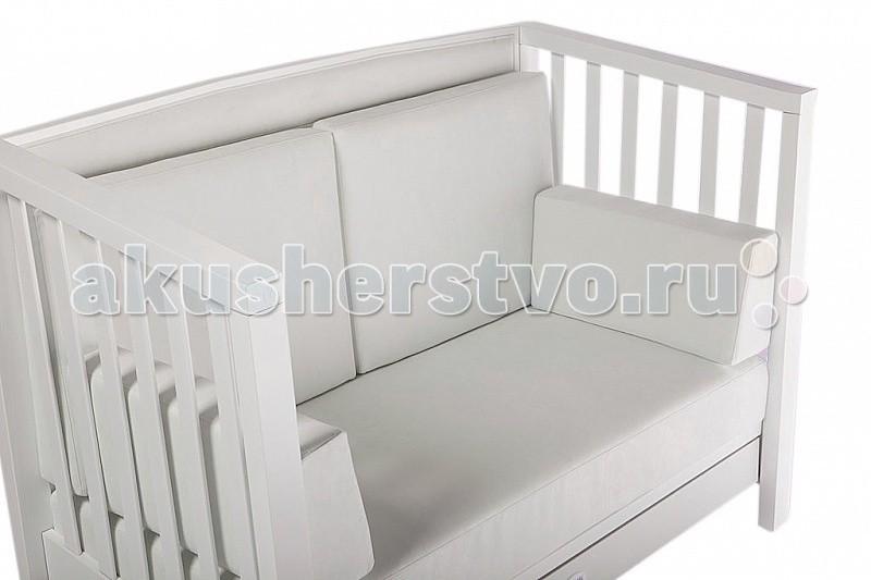 Feretti Подушки для дивана VanityПодушки для дивана VanityИтальянская компания-производитель мебели для детей презентует не только высококачественные конструкции, но и стильные аксессуары, призванные расширить функциональные возможности мебели и придать ей завершенный вид.  Комплект подушек позволяет с легкостью превратить детскую кроватку в удобный диван. Подушки имеют достаточно легкий вес, не занимают много места на диване и являются настоящим дополнением для комфортного отдыха и даже сна.  Характеристики: внутреннее наполнение – современные полимерные волокна верхний слой изготовлен из высококачественного стандартизированного текстиля набор подушек состоит из 5 частей: полноценного матрасика для сидения, 2-х отельных подушек для спинки и еще 2-х декоративных валиков высокая эластичность обеспечивает опрятный вид даже при условии интенсивной эксплуатации особая структура синтетических волокон наполнителя исключает появления в подушках грибков, плесени, бактерий<br>