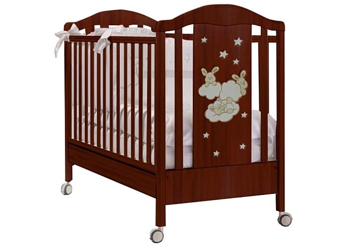 Детская кроватка Feretti RomanceRomanceДетская кроватка Feretti Romance прекрасно подойдет Вашему малышу.   Красивый и оригинальный дизайн порадует Вас и вашего малыша. Кроватка изготовлена из массива бука. При изготовлении используются только натуральные и нетоксичные лаки, краски и клей.  Особенности: Рейки обеспечивают надежное крепление матрас Два уровня положения дна Две регулирующийся стенки Механизм регулировки борта одной рукой Бортики снабжены силиконовыми накладками Выдвижной ящик для постельного белья или игрушек Съёмные, самоцентрирующиеся колеса, снабжены 2 тормозами Украшена аппликацией Колёса съёмные, самоцентрирующиеся колеса, снабжены 2 тормозами<br>