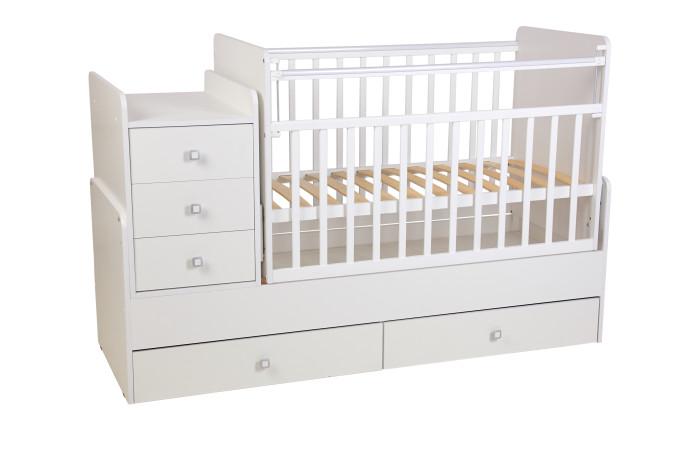 Кроватка-трансформер Фея 11001100Удобная трансформация в кровать для подростка, когда ребенок вырастет из простой кроватки.   Кроватка детская - трансформер Фея 1100 вяз-белый с пеленальным комодом и механизмом качания. Кроватки-трансформеры имеют большой диапазон расцветок и подойдут, в первую очередь, для квартир с небольшой площадью. Под кроваткой 2 выдвижных ящика, позволяющих удобно разместить вещи и игрушки малыша на небольшом пространстве.  Кроватка-трансформер Фея для новорожденных оснащена ортопедическим ложем, что очень важно для правильного развития малыша. Чтобы маме было удобно поднимать и класть в кроватку новорожденного ложе устанавливается в самое верхнее положение.   Когда малыш научится переворачиваться и садиться ложе следует опустить в среднее положение. При этом мама сможет опустить бортик, если будет укладывать или поднимать малыша. Данная модель в отличие от кроватки-трансформера 1200 не имеет острых углов,  что делает ее абсолютно безопасной для ребенка.  Особенности: сбоку расположен комод с местом для пеленания малыша; защитные бортики на комоде; три ящика с красивыми и эргономичными ручками; при изготовлении применяется массив березы + ЛДСП боковая перекладина опускается для легкого доступа к ребенку; маятник с механизмом поперечного качания; два положения уровня реечного дна; внизу кроватки два ящика; Матраса нет в комплекте! Данная модель стоит недорого, но соответствует всем нормам безопасности. Массив березы не рассыхается, каждая кроватка оборудована пластиковыми накладками на бортики, чтобы Ваш ребенок не испортил зубки.   В комплект входит независимый комод с 3 ящиками и пеленальный столик. Эта кровать - оснащена механизмом качания ( маятник поперечного качания), что позволит убаюкать малыша в считанные минуты.<br>