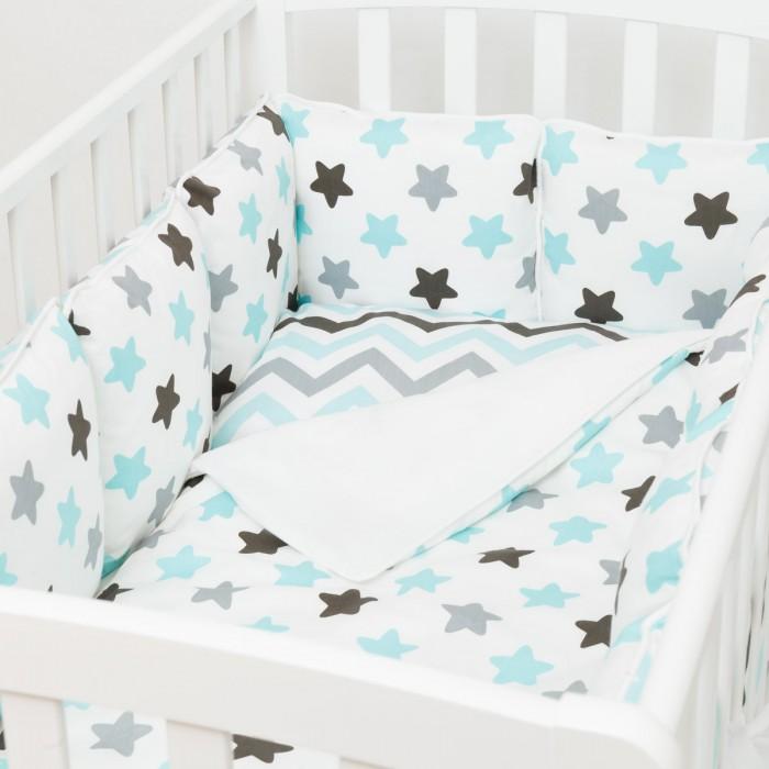 Бортик в кроватку Fluffymoon  Blue Sky 120x60 смБортики в кроватку<br>Бортик в кроватку Fluffymoon Blue Sky 120x60 см на весь периметр кроватки со спальным местом 120 x 60 см.    Бортик состоит из 12 двусторонних подушек размером 28 x 28 см. Каждая подушка имеет съемный чехол.  Ткань: перкаль (100% хлопок) Наполнитель: холлофайбер  Перкаль - это хлопковая ткань высочайшего качества. Отличается мягкой, бархатистой поверхностью. Отлично пропускает воздух, впитывает влагу, не вызывает аллергии. Постельные принадлежности из перкаля очень практичны - выдерживают большое количество стирок, не теряя свой привлекательный внешний вид.  Холлофайбер -  это особый синтетический нетканый материал. Он устойчив к стирке и обработке паром, долговечен, отлично держит форму. Уникальные качества этого современного материала делают его абсолютно безопасным для детей - он гипоаллергенен и нетоксичен. Холлофайбер хорошо пропускает воздух, не впитывает влагу и запахи.