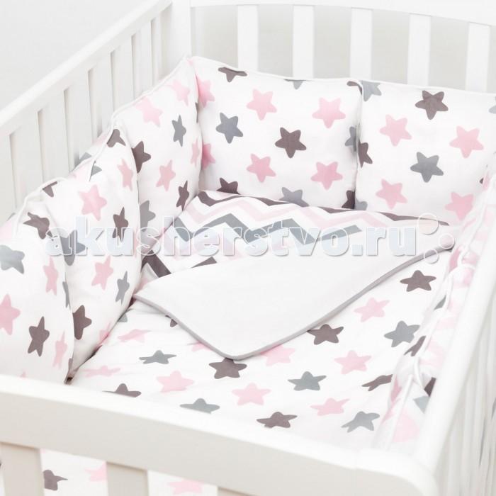Комплект в кроватку Fluffymoon  Funny Stars (4 предмета)Funny Stars (4 предмета)Комплект в кроватку Fluffymoon Funny Stars (4 предмета) весь текстиль быстро и удобно снимается, постельные принадлежности выдерживают большое количество стирок, что так важно для современных мам и их малышей.  Хлопок абсолютно гипоаллергенен и безопасен для малыша и позволяет нежной коже дышать, прекрасно впитывая влагу.      Состав комплекта: Защитные бортики-подушки на весь периметр кроватки. Бортик состоит из 12 двусторонних подушек. Размер каждой подушки - 28 x 28 см. Каждая подушка имеет съемный чехол. Наволочка 62 x 32 см Пододеяльник 132 x 102 см Простыня на резинке для матраса 120 x 60 см Ткань: перкаль (100% хлопок)       Наполнитель: холлофайбер     Перкаль - это высококачественная хлопковая ткань, отличающаяся большой плотностью переплетения нитей, что придает ткани практичность, износостойкость и долговечность. Хлопок абсолютно гипоаллергенен и безопасен для малыша и позволяет нежной коже дышать, прекрасно впитывая влагу.  Холлофайбер - безопасный и гипоаллергенный материал, не крошится, не дает усадки, воздухопроницаемый, долговечный.<br>