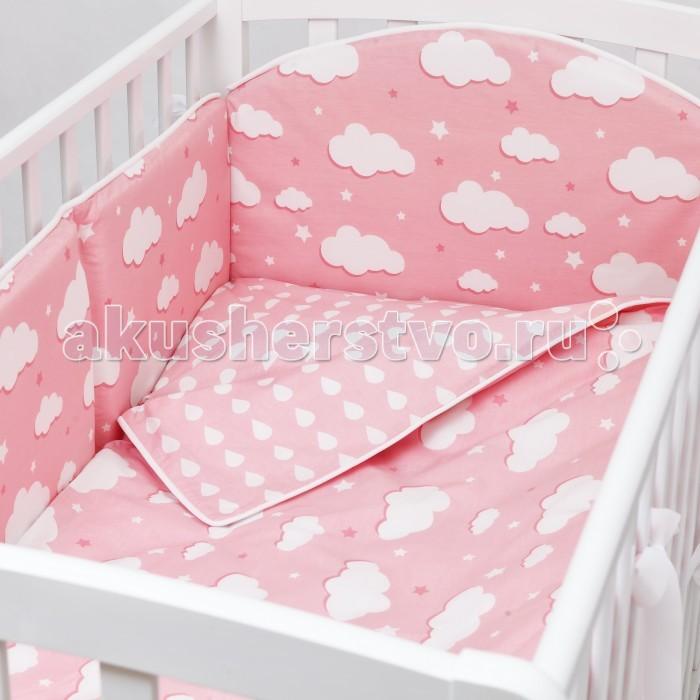 Комплект в кроватку Fluffymoon  Gentle Clouds (4 предмета)Gentle Clouds (4 предмета)Комплект в кроватку Fluffymoon Gentle Clouds (4 предмета) весь текстиль быстро и удобно снимается, постельные принадлежности выдерживают большое количество стирок, что так важно для современных мам и их малышей.  Хлопок абсолютно гипоаллергенен и безопасен для малыша и позволяет нежной коже дышать, прекрасно впитывая влагу.      Состав комплекта: Защитный бортик на весь периметр кроватки  360 x 30 см, состоит из 4х частей. Каждая часть имеет съемный чехол, что делает бортик  удобным для стирки. Наволочка 62 x 32 см Пододеяльник 132 x 102 см Простыня на резинке для матраса 120 x 60 см Ткань: перкаль (100% хлопок)       Наполнитель: холлофайбер     Перкаль - это высококачественная хлопковая ткань, отличающаяся большой плотностью переплетения нитей, что придает ткани практичность, износостойкость и долговечность. Хлопок абсолютно гипоаллергенен и безопасен для малыша и позволяет нежной коже дышать, прекрасно впитывая влагу.  Холлофайбер - безопасный и гипоаллергенный материал, не крошится, не дает усадки, воздухопроницаемый, долговечный.<br>