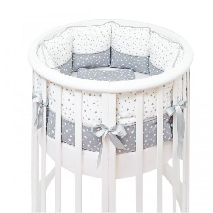 Комплект в кроватку Fluffymoon  Little Star (5 предметов)Little Star (5 предметов)Комплекты в кроватку Fluffymoon Little Star (5 предметов) весь текстиль быстро и удобно снимается, постельные принадлежности выдерживают большое количество стирок, что так важно для современных мам и их малышей.  Хлопок абсолютно гипоаллергенен и безопасен для малыша и позволяет нежной коже дышать, прекрасно впитывая влагу.  Состав комплекта: Защитные бортики – по всей окружности круглой кроватки 75 х 75 см и овальной кроватки  125 х 75 см (принт коллекции). Бортик состоит из 4-х частей: 2 части по 4 подушки и 2 части по 2 подушки. Размер каждой подушки  - 28 x 28 см. Каждая часть имеет съемный чехол, что делает бортик  удобным для стирки. Пододеяльник: 132 х 102 см Наволочка: 62 х 32 см Простыня на резинке для круглой кроватки: 75 х 75 см   Простыня на резинке для овальной кроватки: 125 х 75 см Ткань: перкаль (100% хлопок) Наполнитель: холлофайбер    Перкаль - это высококачественная хлопковая ткань, отличающаяся большой плотностью переплетения нитей, что придает ткани практичность, износостойкость и долговечность. Хлопок абсолютно гипоаллергенен и безопасен для малыша и позволяет нежной коже дышать, прекрасно впитывая влагу.  Холлофайбер - безопасный и гипоаллергенный материал, не крошится, не дает усадки, воздухопроницаемый, долговечный.<br>