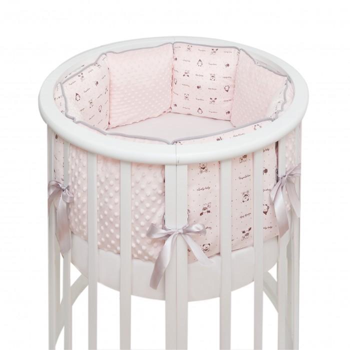 Комплект в кроватку Fluffymoon  Lovely Baby в круглую подушки (7 предметов)Lovely Baby в круглую подушки (7 предметов)Комплекты в кроватку Fluffymoon Lovely Baby в круглую подушки (7 предметов) весь текстиль быстро и удобно снимается, постельные принадлежности выдерживают большое количество стирок, что так важно для современных мам и их малышей.  Хлопок абсолютно гипоаллергенен и безопасен для малыша и позволяет нежной коже дышать, прекрасно впитывая влагу.  Состав комплекта: Защитные бортики – по всей окружности круглой кроватки 75 х 75 см и овальной кроватки  125 х 75 см (принт коллекции). Бортик состоит из 4-х частей: 2 части по 4 подушки и 2 части по 2 подушки. Размер каждой подушки  - 28 x 28 см. Каждая часть имеет съемный чехол, что делает бортик  удобным для стирки. Пододеяльник: 132 х 102 см Наволочка: 62 х 32 см Простыня на резинке для круглой кроватки: 75 х 75 см   Простыня на резинке для овальной кроватки: 125 х 75 см Подушка 60 х 30 см Одеяло 130 х 100 см Ткань: перкаль (100% хлопок) Наполнитель: холлофайбер    Перкаль - это высококачественная хлопковая ткань, отличающаяся большой плотностью переплетения нитей, что придает ткани практичность, износостойкость и долговечность. Хлопок абсолютно гипоаллергенен и безопасен для малыша и позволяет нежной коже дышать, прекрасно впитывая влагу.  Холлофайбер - безопасный и гипоаллергенный материал, не крошится, не дает усадки, воздухопроницаемый, долговечный.<br>