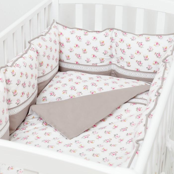 Комплект в кроватку Fluffymoon  Nostalgie (4 предмета)Nostalgie (4 предмета)Комплект в кроватку Fluffymoon Nostalgie (4 предмета) весь текстиль быстро и удобно снимается, постельные принадлежности выдерживают большое количество стирок, что так важно для современных мам и их малышей.  Хлопок абсолютно гипоаллергенен и безопасен для малыша и позволяет нежной коже дышать, прекрасно впитывая влагу.      Состав комплекта: Защитные бортики-подушки на весь периметр кроватки. Бортик состоит из 12 двусторонних подушек. Размер каждой подушки - 28 x 28 см. Каждая подушка имеет съемный чехол. Наволочка 62 x 32 см Пододеяльник 132 x 102 см Простыня на резинке для матраса 120 x 60 см Ткань: перкаль (100% хлопок)       Наполнитель: холлофайбер     Перкаль - это высококачественная хлопковая ткань, отличающаяся большой плотностью переплетения нитей, что придает ткани практичность, износостойкость и долговечность. Хлопок абсолютно гипоаллергенен и безопасен для малыша и позволяет нежной коже дышать, прекрасно впитывая влагу.  Холлофайбер - безопасный и гипоаллергенный материал, не крошится, не дает усадки, воздухопроницаемый, долговечный.<br>