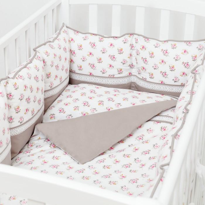 Комплект в кроватку Fluffymoon  Nostalgie (6 предметов)Nostalgie (6 предметов)Комплект в кроватку Fluffymoon Nostalgie (6 предметов) весь текстиль быстро и удобно снимается, постельные принадлежности выдерживают большое количество стирок, что так важно для современных мам и их малышей.  Хлопок абсолютно гипоаллергенен и безопасен для малыша и позволяет нежной коже дышать, прекрасно впитывая влагу.      Состав комплекта: Защитные бортики-подушки на весь периметр кроватки. Бортик состоит из 12 двусторонних подушек. Размер каждой подушки - 28 x 28 см. Каждая подушка имеет съемный чехол. Наволочка 62 x 32 см Пододеяльник 132 x 102 см Простыня на резинке для матраса 120 x 60 см Подушка 60 х 30 см Одеяло 130 х 100 см Ткань: перкаль (100% хлопок)       Наполнитель: холлофайбер     Перкаль - это высококачественная хлопковая ткань, отличающаяся большой плотностью переплетения нитей, что придает ткани практичность, износостойкость и долговечность. Хлопок абсолютно гипоаллергенен и безопасен для малыша и позволяет нежной коже дышать, прекрасно впитывая влагу.  Холлофайбер - безопасный и гипоаллергенный материал, не крошится, не дает усадки, воздухопроницаемый, долговечный.<br>