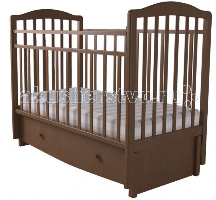 Детская кроватка Forest Malva маятник продольный (с ящиком)Malva маятник продольный (с ящиком)Детская кроватка Forest Malva  маятник продольный, выполненная в классическом дизайне, прекрасно подойдет для любой спальни.  Кроватка оснащена маятниковым механизмом продольного качания, обеспечивающий мягкие и плавные движения кроватки.  Регулируемое в двух положениях дно кроватки позволяет малышу проводить своё время с максимальным комфортом и является очень удобным для использованием родителями.   Особенности: Изготовлена из высококачественного массива березы Большой выдвижной ящик  Два положения ложа  Маятниковый механизм продольного качания с фиксацией Опускающаяся стенка  Реечное дно  Размер спального места 120х60<br>