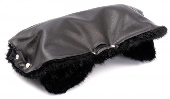Forest Муфта для рук Tora LeatherМуфта для рук Tora LeatherForest Муфта для рук Tora Leather сохранит в тепле руки мамы холодной зимой, а также за счет своего приятного и лаконичного дизайна станет необходимым согревающим аксессуаром весной и осенью.    Муфта на коляску Forest Tora Leather фиксируется на родительскую ручку практически любой коляски с помощью кнопок.   Внешний материал муфты на коляску Forest Tora Leather изготовлен из качественной ЭКО-кожи, за которой очень легко ухаживать и которая отлично защищает руки мамы от холода и ветра. Внутренний слой изготовлен из приятного на ощупь искусственного меха.  Особенности муфт Forest: верхний слой изготовлен из качественной ЭКО-кожи; муфты Forest достаточно просторные, поэтому руки не испытывают стеснения; муфты подходят практически для всех моделей колясок с одной ручкой. Размер: 50 х 57 см.<br>