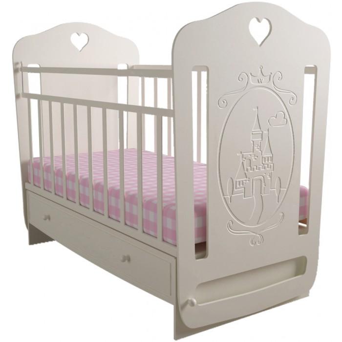Детская кроватка Forest Принцесса маятник поперечныйПринцесса маятник поперечныйДетская кроватка Forest Принцесса маятник поперечный - с резьбой ввиде замка станет прекрасным украшением для комнаты Вашей малышки.  Кроватка оснащена маятниковым механизмом поперечного качания,обеспечивающий мягкие и плавные движения кроватки.  Регулируемое в двух положениях дно кроватки позволяет малышу проводить своё время с максимальным комфортом и является очень удобным для использованием родителями.  Особенности: Большой выдвижной ящик  Два положения ложа  Маятниковый механизм поперечного качания с фиксацией Опускающаяся стенка  Реечное дно  Размер спального места 120х60  Кроватку отлично дополнит комод Forest Принцесса.<br>