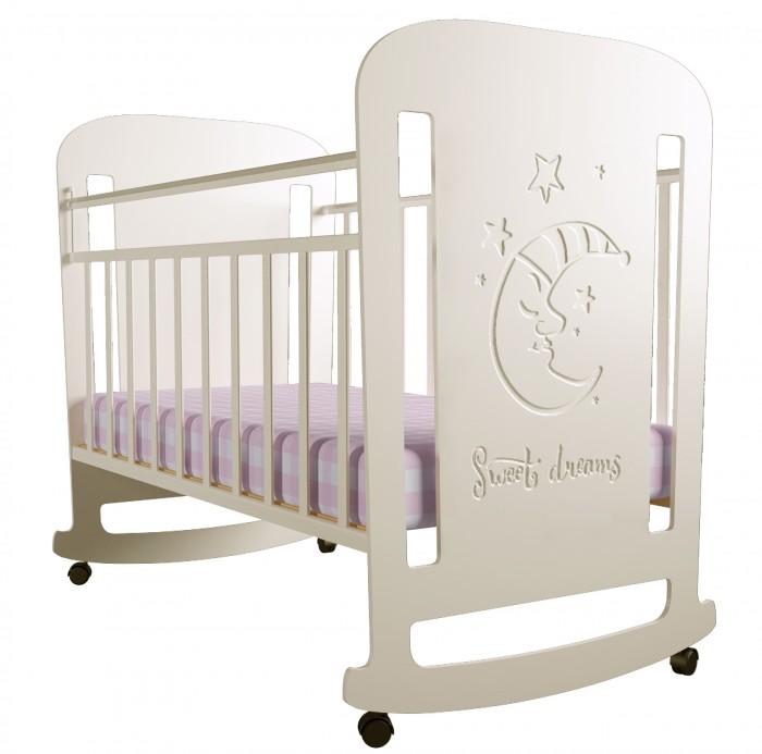 Детская кроватка Forest Sweet Dreams (качалка)Sweet Dreams (качалка)Детская кроватка Forest Sweet Dreams - с резьбой в виде мечтательного месяца станет прекрасным украшением для комнаты Вашей малышки.  Кроватка оснащена полозьями качания,обеспечивающими мягкие и плавные движения кроватки.  Регулируемое в двух положениях дно кроватки позволяет малышу проводить своё время с максимальным комфортом и является очень удобным для использования родителями.  Особенности:  Кроватка изготовлена из высококачественного, стандартизированного МДФ.  Полозья качания Опускающаяся стенка Реечное дно  Отсутствие острых углов и деталей Два положения ложа в кроватке для малыша до 3-х лет  Безопасная конструкция  Материал: МДФ, дерево (подматрасник). Размер спального места 120х60 Проста в сборке  Кроватку отлично дополнит комод Forest Sweet Dreams.<br>