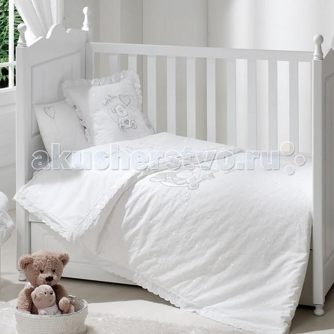Постельное белье Funnababy Lovely Bear (3 предмета)Lovely Bear (3 предмета)Постельное белье Funnababy Lovely Bear - высококачественное белье, которое изготавливается из 100% хлопка с наполнителем: силикон.   Белье имеет красивый дизайн, оно украсит кроватку и подарит малышу уютный и здоровый сон.   В комплекте:   Пододеяльник - 100х130 см.  Простынка без резинки  Наволочка - 40х60 см    Особенности:    комплект постельного белья в детскую кроватку из натурального хлопка  постельное белье подходит для кроваток 120х60 см, 125х65 см, 140х70 см   в дизайне используется авторская вышивка и декоративное шитьё  спокойные и приятные цвета ткани с забавными рисунками не будут раздражать и утомлять глазки вашего ребёнка  нежные и мягкие материалы не будут раздражать нежную кожу ребёнка и не доставят ему неудобства  постельный комплект изготовлен из натуральных и гипоаллергенных тканей, которые создают комфортные условия для спокойного сна Вашего ребёнка  белье легко стирается в режиме деликатной стирки при температуре 30&#186;С  комплект постельного белья сертифицирован и абсолютно безопасен для новорождённого малыша<br>
