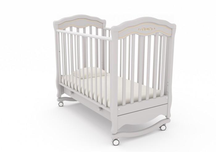 Детская кроватка Гандылян Шарлотта люкс (качалка)Шарлотта люкс (качалка)Гандылян Кроватка-качалка Шарлотта люкс – это плавные линии форм, искусная резьба и воздушность конструкции в целом — это отличительные черты дизайна детской кроватки-качалки со съемными колесами  Кроватка имеет дуги-полозья для раскачивания и две пары колес на ножках, что облегчает ее перемещение в комнатном пространстве Дуги-полозья наделены ограничителями качания, делающими его амплитуду безопасной для ребенка Опускающаяся передняя стенка облегчает контакт матери с ребенком и имеет надежный механизм фиксации Дно кроватки может быть установлено в двух положениях по высоте Вместительный ящик для белья в основании выполнен из ДСП и снабжен шариковыми направляющими Верхние перекладины покрыты нетоксичными силиконовыми накладками, играющими роль детских грызунков<br>