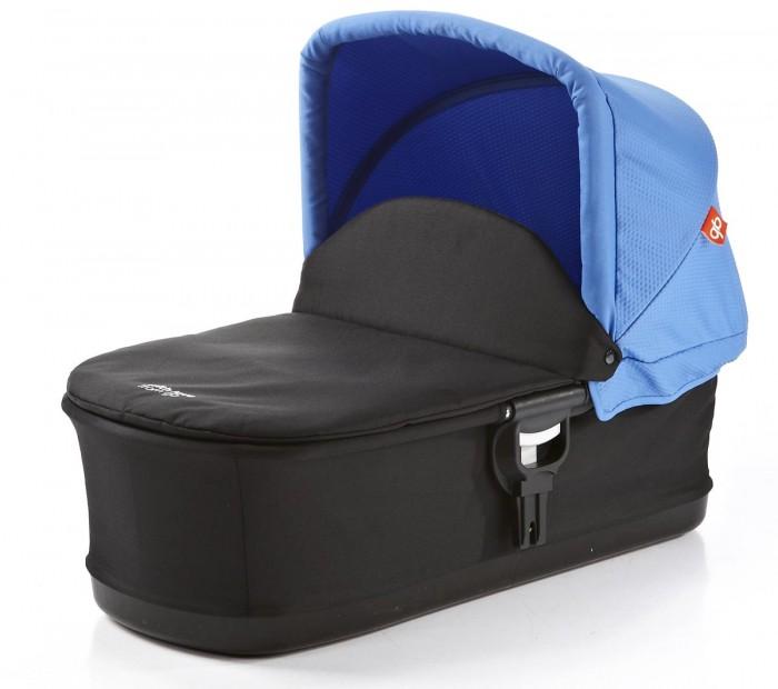 Люлька GB Спальный блок Blue COT SL2012Спальный блок Blue COT SL2012GB Спальный блок Blue COT SL2012 - предназначен для новорожденных детей и позволяет ребенку в первые месяцы жизни находится в полностью горизонтальном положении. Легкая, современная, складная люлька для коляски GB ZERO C2012. Рукоятка для переноски на козырьке люльки.   Полноразмерный матрас и накидка в комплекте. Легкая установка люльки на шасси коляски. Очень компактна в сложенном виде.<br>