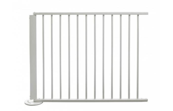 Geuther Дополнительная секция к воротам 95 см* 77 смДополнительная секция к воротам 95 см* 77 смДополнительная секция Geuther 2764 95 см* 77 см выполнена из натурального дерева, прочная. Предназначена для удлинения защитных барьеров. Экологически чистые материалы сертифицированы, гарантия безопасности для здоровья малыша.  Все опасности остаются снаружи, а ребенок внутри.   С их помощью можно отгородить большую игровую площадку или надежно ограничить опасные участки, чтобы Ваш малыш мог спокойно играть, а Вы могли немного передохнуть и заняться своими делами.   Нейтральный цвет деревянной поверхности защитного ограждения гармонично впишется в интерьер любого интерьера.<br>