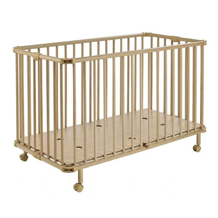 Детская кроватка Geuther Mayla складнаяMayla складнаяGeuther Кровать складная 120х60  см Mayla может с легкостью расположиться даже в самой маленькой комнате и поместится в багажник, благодаря складной конструкции. Прекрасно подойдет в качестве второй кровати или кровати для путешествий.   Особенности: Дно может располагаться в 3 уровня Кроватка имеет фиксируемые поворотные колеса со стояночным тормозом Сделана из экологически чистой древесины Собирается и разбирается без применения инструментов В собранном виде компактная - легко хранить Лаки и краски на водной основе Материалы: Рейки - бук, основание - МДФ (12 мм)<br>