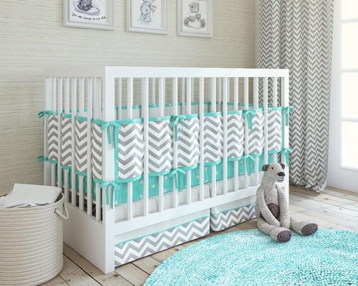 Комплект в кроватку Giovanni Shapito ZigZag (5 предметов)Shapito ZigZag (5 предметов)Комплект в кроватку Giovanni Shapito ZigZag (5 предметов) - это стильный дизайн, натуральные и безопасные материалы. Простеганный бампер из четырех частей длиной 360 см можно установить как на всю кроватку для новорожденного, так и в варианте диванчика для подросшего малыша. Простыня на резинке не позволит складкам воздействовать на кожу ребенка, а юбка придаст изысканный внешний вид детской кроватке.   Особенности: бампер защитный (длина 360 см) 4 части пододеяльник 110 х 140 см наволочка 60 х 40 см простынь на резинке (для кроватки 120 х 60 см) юбка декоративная состав: 100% хлопок, наполнитель: холлофайбер. Бампер состоит из 4-х частей, что позволяет использовать его как по всему периметру кроватки в варианте для младенца, так и в варианте диванчика для подросшего малыша, чехлы не съемные. Простыня на резинке надежно закрепляется на матрасе и не позволяет складкам воздействовать на кожу ребенка. Юбка придает изысканный внешний вид детской кроватке.<br>