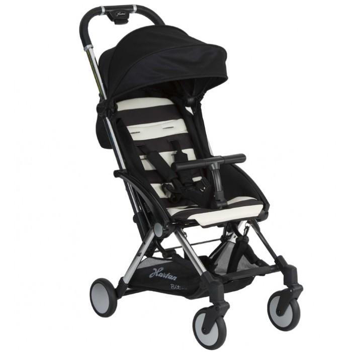 Прогулочная коляска Hartan BitBitПрогулочная коляска Hartan Bit - это стильная городская прогулочная коляска.  Особенности:  Простое сложение одной рукой с помощью кнопок на ручке коляски Амортизация передних и задних колес Поворотные передние колеса Откидной защитный бампер (съемный) Спинка с регулировкой положения наклона (ременная) Оснащена ремешком для переноски Ультралёгкая конструкция Покрытие ручки -экокожа Надежный стояночный тормоз Складной капор с защитой от солнца 50+ В качестве аксессуара доступен адаптер для установки автолюлек Maxi CosiCabrioFix, Kiddy Evolunai-Size, Kiddy Evolution Pro 2, CybexAton Q, CybexCloud Q, HTS BeSafeiZi-Sleep, HTS BeSafeiZi-Go, RecaroPrivia В комплекте: коляска, сумка для хранения, дождевик<br>