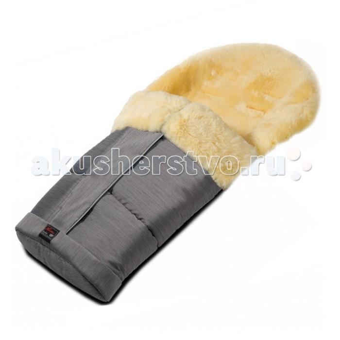 Зимний конверт Hartan в коляскув коляскуЗимний конверт Hartan в коляску на ножки из натуральной овечьей шерсти.   Особенности: Полностью расстегивается (благодаря удобной молнии по периметру), что значительно облегчает процесс укладывания малыша в конверт. Имеет разъемы для 5-точечных ремней безопасности. Такое крепление в коляске обеспечит дополнительную поддержку и безопасность для ребенка. Щадящее дубление контролируется на всех этапах и гарантирует отсутствие вредных веществ. Верхняя часть съемная; нижнюю часть можно использовать как подстилку на сиденье. Теплый, уютный и стильный - он не даст Вашему малышу замерзнуть.  Размер конверта в плоском виде: длина 90 см, ширина 45 см.<br>