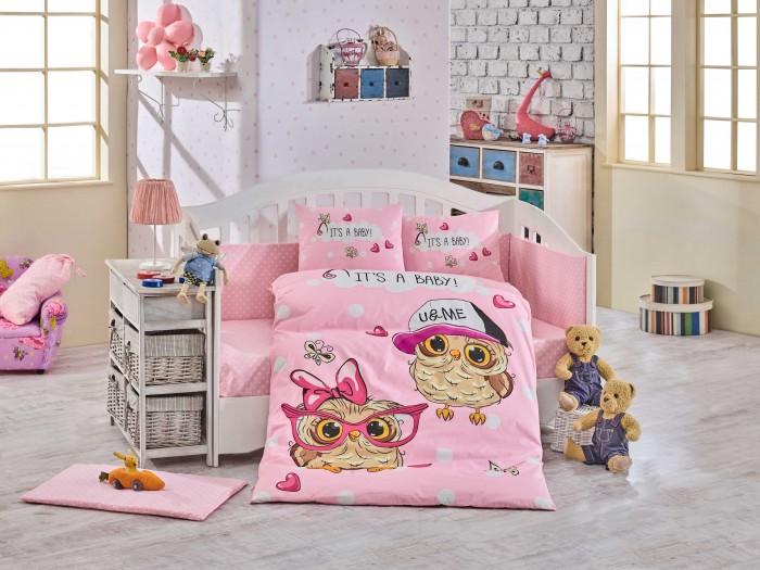Комплект в кроватку Hobby Home Collection Cool baby (10 предметов)Cool baby (10 предметов)Комплект в кроватку Hobby Home Collection Cool baby, поплин (10 предметов). Комплект постельного белья выполнен из поплина, натуральной ткани на базе хлопка, который отлично сохраняет тепло и поддерживает комфортную температуру для ребенка.    Постельное белье из поплина отличается особой легкостью, но при этом - прочное, хорошо сохраняет форму и цвет после многократных стирок. Он отличается благородным матовым блеском, который достигается за счёт особой технологии производства: в качестве основы выступают тончайшие хлопковые нити, а горизонтальные берутся в два раза толще.    Поплин не линяет, великолепно поддается обработке (окраске), очень опрятно смотрится, на ощупь он мягкий, приятный и гладкий, а главное – такое белье практически не мнется.    В создании постельного белья используются только безопасные и экологичные красители, которые не вызовут аллергии или раздражения у вашего ребенка.     Преимущества постельного белья из поплина: способность впитывать влагу (потому и зимой, и летом спать на поплиновой простыне – одно удовольствие); экологичность: натуральная ткань не вызовет ни аллергии, ни каких-либо иных факторов дискомфорта; устойчивость к растяжению; прочность; износостойкость при стирке (ниже, чем у сатина, но выше, чем у льна).    В состав постельного белья входит 10 предметов:  Пододеяльник 100 x 150 см   Одеяло 100 x 150 см   Простынь 100 x 150 см   Наволочка - 2 шт 35 x 45 см  Защитная поверхность 45x210 см   Матрасик на столик для пеленания 45 x 65 см   Подушка - 2 шт 35 x 45 см  Мешок для грязного белья - 1 шт.<br>