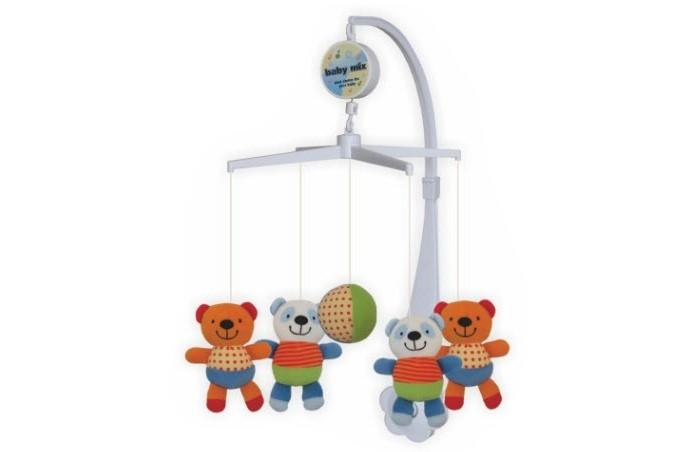 Мобиль Baby Mix Мишки с мячикомМишки с мячикомМобиль Мишки с мячиком - это яркая музыкальная каруселька на кроватку, с которой малыш никогда не будет скучать. Симпатичные игрушки, медленное вращение игрушек, приятная музыка, возможность подсветки - вот отличительные черты этой игрушки.  Особенности: музыкальное сопровождение карусельки ребенок учится следить за подвесными игрушками у малыша активно и в максимально естественной форме развивается зрение кроха получает представление о пространственном положении предметов музыкальное сопровождение развивает слух ребенка разно-фактурные элементы помогут развить мелкую моторику и сенсорику<br>
