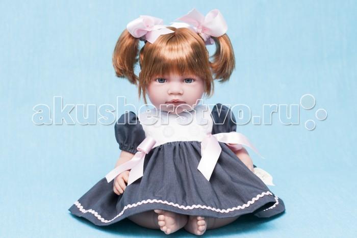 ASI Кукла Нора 50 см 352980Кукла Нора 50 см 352980Кукла, размер 50 см, тело мягконабивное, голова, руки и ноги из винила, рыжие волосы собраны в два хвостика, в нарядном сером платье, в красивой подарочной коробке.<br>