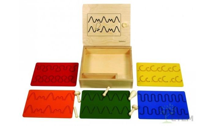Деревянная игрушка Beleduc Развивающие панели Учимся писатьРазвивающие панели Учимся писатьBeleduc Развивающие панели Учимся писать для ребенка от 3-х лет.   С помощью развивающих панелей «Учимся писать» ребенок уже в дошкольном возрасте сможет тренировать свои руки, чтобы потом с легкостью обучиться письму.   В комплекте: 1 деревянная коробка с крышкой,  5 обучающих деревянных досок, 5 кнопок.<br>