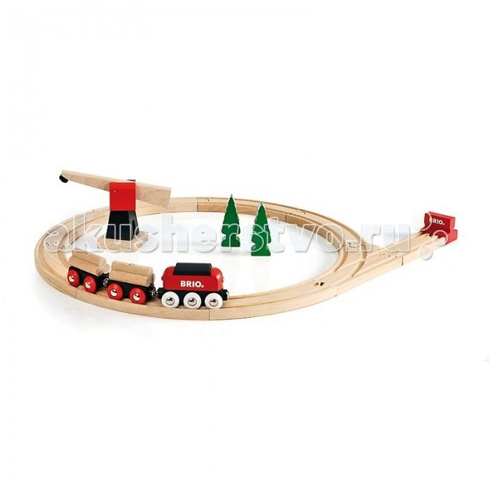 Brio Паровозик с подъемным краном, 18 элементовПаровозик с подъемным краном, 18 элементовПаровозик с подъемным краном.  В состав набора деревянной железной дороги входит железнодорожное полотно (круг), поезд с двумя грузовыми вагонами, на которые нагружены брёвна, большой подъёмный кран, стрелка с тупиковым отрезком пути и два дерева.   Подъёмный кран может вращаться на 360 градусов.  С помощью магнитного захвата подъёмный кран может нагружать и разгружать грузовые вагоны.  Набор Железная дорога с краномвключает в себя 18 элементов.<br>