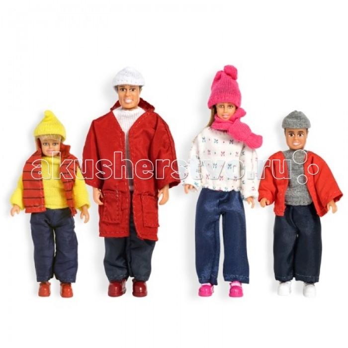 Lundby Куклы для домика Смоланд Cемья зимойКуклы для домика Смоланд Cемья зимойКуклы для домика Смоланд Cемья зимой.  Все аксессуары, мебель и куклы к домам Lundby выполнены в масштабе 1:18. Размер взрослых - 11 см, детей - 9 см.   В набор входят четыре куклы - папа, мама, сын и дочь. Они могут двигать ручками, ножками и головой. Кукол можно посадить, так как ножки сгибаются в коленях. Все куклы могут взять друг друга за руки. Одежда снимается.  Куклы для домика Семья Lundby: кукольная семья: папа, мама, сын, дочь; размер взрослых - 11 см, детей - 9 см; у кукол двигаются ручки, ножки, голова; кукол можно посадить, т к ножки сгибаются в коленях; все куклы могут взять друг друга за руки; все элементы набора выполнены в масштабе 1:18.<br>