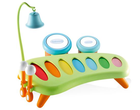 Музыкальная игрушка Smoby КсилофонКсилофонМузыкальный набор Ксилофон развивает слух, чувства ритма и музыкальной памяти, творческое и логическое мышление, речь и навыки общения. А также развивает координацию, слаженность и точность движений рук.   У ксилофона есть 7 разноцветных звонких пластин, он стоит на небольших удобных ножках, а палочки для игры изготовлены так, чтобы маленьким пальчикам было удобно их держать.   После игры палочки можно закрепить к ксилофону, вставив их в отверстия сбоку. Также в наборе есть тамбурины - маленькие барабанчики с разным звучанием, которые могут служить и маракасами. Еще есть колокольчик на высоком штативе с крючком, который крепится к ксилофону. Материал: пластик. Возраст: от 12-и мес.<br>