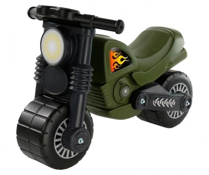 Каталка Wader Моторбайк военныйМоторбайк военныйКаталка мотоцикл Моторбайк 48738 военный - малыш оценит подарок и с удовольствием будет проводить время с новой игрушкой! Малыш может ездить на каталке, отталкиваясь ногами.  Каталка мотоцикл имеет широкие колеса, что позволяет без проблем держать равновесие.  С другой стороны у каталки не очень широкое сидение, это дает возможность ребёнку, не расставляя широко ноги, сидеть на нём более комфортно.  Мотоцикл Моторбайк военный - уникальная игрушка, которая неизменно будет радовать вашего ребенка, а также способствовать полноценному и гармоничному развитию его личности. Очень важно, чтобы малыши соприкасались только с качественными и безопасными материалами.   Материал: высококачественная пластмасса.  Каждое изделие имеет сертификат безопасности согласно норм EN/71.  Размер (ДхШхВ): 63х37.5х44 см.<br>