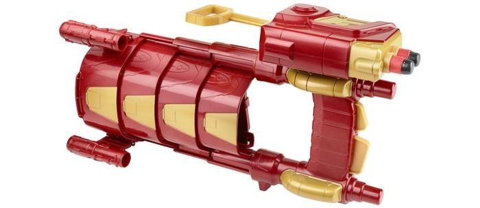Avengers Боевая броня Железного ЧеловекаБоевая броня Железного ЧеловекаБоевая броня Железного Человека - игрушка, созданная по мотивам ожидаемого фильма Первый мститель. Противостояние. С ней мальчик сможет почувствовать себя настоящим супергероем, знаменитым Тони Старком и вступить в бой с силами зла, защищая невинных!   Оружие удобно крепится на руке и стреляет снарядами Nerf. На ручке захвата располагаются два спусковых крючка. Верхний - для стрельбы, нижний раскрывает броню.   Оно выполнено из прочного пластика высокого качества в красном цвете с использованием золотистых элементов и выглядит очень эффектно. Его очень просто удобно перезаряжать, что позволит не отвлекаться от перестрелки.  Также вы можете дополнительно купить Магнитный щит Первого Мстителя - вместе с другом ребенок сможет воспроизводить сцены из фильма, сражаясь с врагами бок о бок с Капитаном Америка, или же столкнуться в схватке друг с другом!<br>