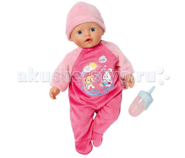 Zapf Creation Baby Born Кукла быстросохнущая 32 смBaby Born Кукла быстросохнущая 32 смОчаровательный пупс от компании Zapf Creation – отличный выбор для девочки.   Эта куколка отличается от классических интерактивных кукол Бэби Борн – тельце куклы мягконабивное, из твердых материалов изготовлены только голова и конечности.   Наполнитель мягкой части игрушки состоит из микрогранул. Благодаря этому куклу можно купать в воде – набивка очень быстро высыхает и с куклой снова можно играть.  В наборе с куклой поставляется комплект одежды – розовый комбинезончик и шапочка, а также бутылочка. Размер игрушки 32 см.<br>