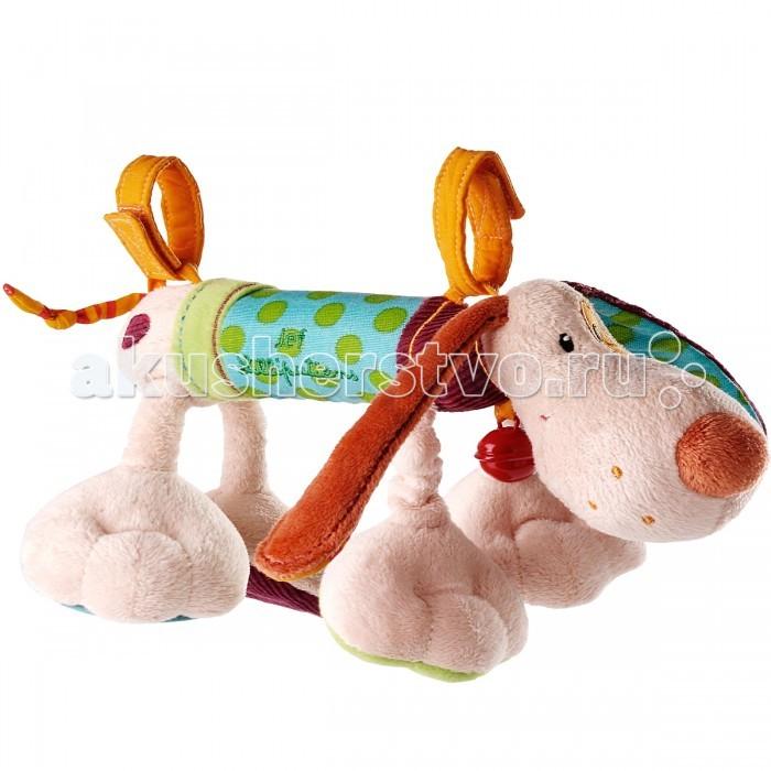 Подвесная игрушка Lilliputiens Собачка ДжефСобачка ДжефПогремушка Lilliputiens Собачка Джеф Собачка Джеф - это не просто погремушка! Он издает множество звуков и изготовлен из разных по текстуре материалов. С Джефом так весело играть! Он предан своему хозяину и всюду следует за ним.   Благодаря двум удобным петелькам-креплениям на липучках, игрушку легко пристегнуть к сиденью автомобиля, манежу, детской кроватке. А если их снять, то собачка превратится в погремушку-пищалку.<br>