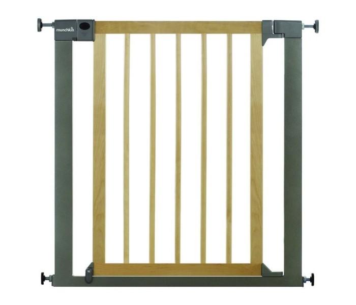 Munchkin Барьер-ворота Easy Close 75-82 смБарьер-ворота Easy Close 75-82 смУниверсальные, безопасные и очень стильные ворота безопасности Easy Close. Исключительное внимание к дизайну, здесь прекрасно сочетается дерево с металлом и подходит для большинства домашних интерьеров. Неотъемлемая черта ворот - безопасность, качество и удобство. По обеим сторонам ворот безопасности крепления, сделанные таким образом, что могут легко поместиться в пространство от 76 см до 82 см. С помощью дополнительных расширений ширина ворот может быть до 117 см. Ворота легко устанавливаются и демонтируются, что позволяет легко адаптировать их к своему стилю жизни.  Особенности: Материалы: натуральное дерево лиственных деревьев, металл Запатентованный механизм открывания ворот, комфортно открывается одной рукой Широкая область применения Двойной механизм закрытия сверху и снизу 4-точечная система монтажа ворот Удобный и простой механизм закрытия ворот При установке ворот не придется сверлить отверстия в стенах Калитка впишется в зазоре от 76 до 82 см, с дополнительным расширением - до 117 см Легко установить и демонтировать Установлен ворота сразу готовы к использованию Ворота открываются в обоих направлениях  Кредо Munchkin, американской компании с 20-летней историей: избавить мир от надоевших и прозаических товаров, искать умные инновационные решения, которые превращает обыденные задачи в опыт, приносящий удовольствие. Понимая, что наибольшее значение в быту имеют именно мелочи, компания создает уникальные товары, которые помогают поддерживать порядок, организовывать пространство, облегчают уход за детьми – недаром компания имеет уже более 140 патентов и изобретений, используемых в создании ее неповторимой и оригинальной продукции. Munchkin делает жизнь родителей легче!<br>