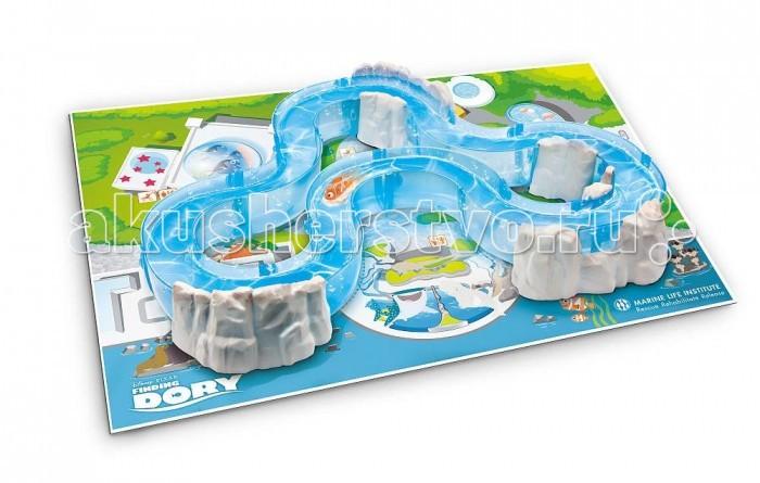 Интерактивная игрушка Robofish Dory Роборыбка Немо и набор с трекомDory Роборыбка Немо и набор с трекомИнтерактивная игрушка Robofish Dory Роборыбка Немо и набор с треком игровой набор создан по мотивам грядущего мультфильма В поисках Дори.  В комплект входит роборыбка Немо, а также особый фигурный трек, который необходимо наполнить водой. Когда эта задача будет выполнена, необходимо запустить рыбку в воду и следить за тем, как весело она скользит по изгибам уникальной трассы!  Коврик также выполняет особую функцию. Он представляет собой карту местности, на которой разворачиваются действия мультика. Если подложить коврик под трек, получится сделать игру еще более увлекательной и интересной.  В целях экономии энергии рыбка автоматически отключается через 4 минуты. Для активации рыбки вытащите ее из воды на несколько секунд и запустите снова в воду.<br>