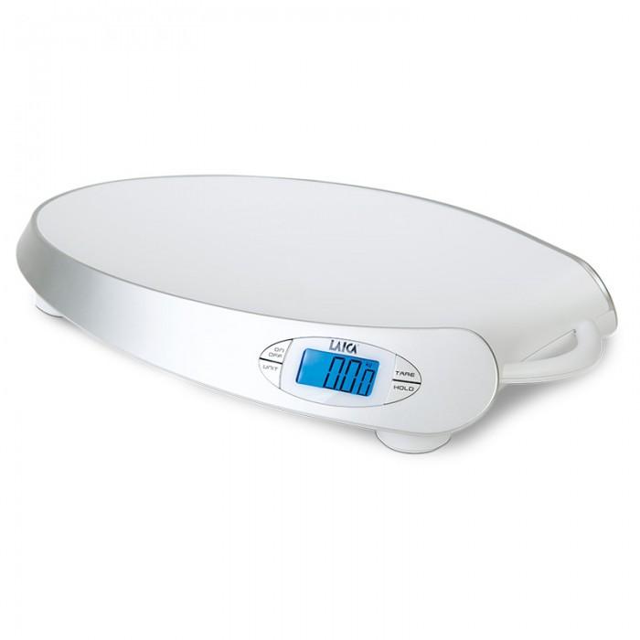 Детские весы LAICA PS3003PS3003Детские весы LAICA PS3003 предназначены для измерения веса новорожденных детей. Весы оборудованы дополнительными электронными функциями: Тарирование – обеспечивает точность измерений, позволяя взвешивать ребенка, не учитывая вес пеленки, на которой лежит малыш. Стабилизация – позволяет точно определять вес малыша, даже если он ведет себя неспокойно. Разность измерений – функция, автоматически вычисляющая разницу между последним и предпоследним измерением.  Характеристика:  габариты: 32х10х55 см дизайн чаши весов разработан для обеспечения комфортного взвешивания малыша максимальный измеряемый вес 25 кг дискретность измерения 10 грамм работают от 4 батареек 1,5 В типа ААА жидкокристаллический дисплей возможность выбора единиц измерения (килограммы, фунты) отображение низкого заряда батареек индикация ошибки (ERR) – слишком большого измеряемого веса конструкцией весов предусмотрена ручка для переноски автоматическое отображение изменения веса относительно предыдущего змерения: знак DOWN+ - в случае уменьшения веса; знак UP+ - в случае увеличения веса.<br>