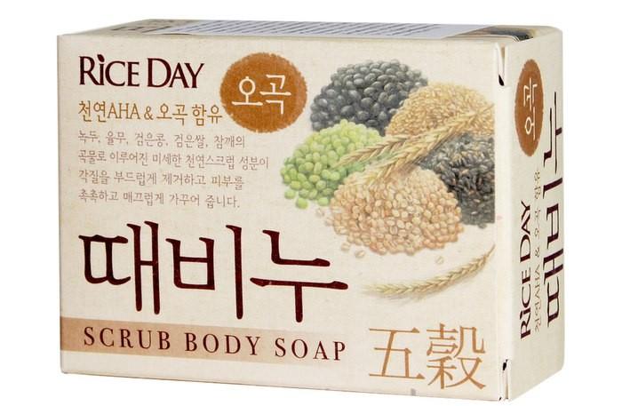Косметика для мамы CJ Lion Скраб-мыло туалетное Rice Day с экстрактом пяти злаков 100 г cj lion мыло туалетное с эффектом скраба пять злаков riceday 100 г
