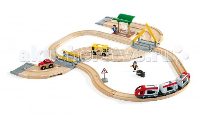 Brio Железная дорога с переездом 33 элементаЖелезная дорога с переездом 33 элементаBrio Железная дорога с переездом 33 элемента. Классическая железная дорога с фигурками людей, станцией и автомобильной дорогой с ж/д переездом. Паровозики без функций, для катания руками.  В наборе: пассажирский поезд, состоящий из 3 вагонов, железнодорожное полотно, пассажиры с багажом и машинист поезда, пассажирския станция, 2 переезда, легковой автомобиль и автобус, автомобильное дорожное полотно.<br>