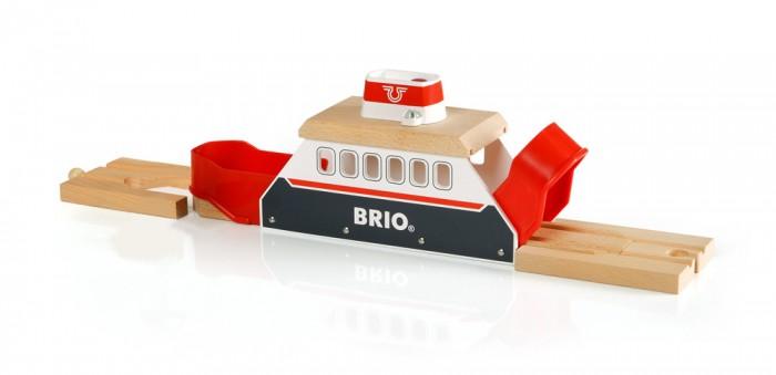 Brio Паром со светом и звукомПаром со светом и звукомBrio Паром со светом и звуком. Дополнительный элемент для развития железной дороги в виде парома с подсветкой и звуком на батарейках (2 х LR44 входят в набор).  В набор входит паром, в который могут по рельсам заехать несколько поездов или даже небольшой состав, а также два стыковочных элемента рельсового пути.  У парома горят сигнальные огни, при нажатии на специальную кнопочку работает сирена. Открывающиеся кормовая и носовая часть парома позволяет завезти во внутрь необходимый для перевозки состав железной дороги. Специальные элементы рельсового пути, входящие в набор парома, позволяют пристыковать паром непосредственно к основному полотну рельсового пути деревянной железной дороги БРИО (BRIO).  Световые и звуковые сигналы парома деревянной железной дороги Brio работают от двух батареек тип LR44 (включены в комплект).<br>