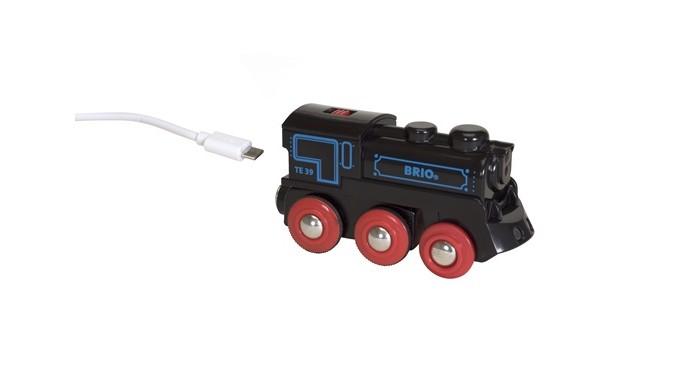 Brio Подзаряжаемый паровоз с mini USB кабелемПодзаряжаемый паровоз с mini USB кабелемBrio Подзаряжаемый паровоз с mini USB кабелем. Паровоз способен сам ездить по рельсам. Паровоз полноприводный, очень мощный, способный везти длинные грузовые составы. На крыше паровоза находится переключатель направления движения. При движении у паровоза горят огни.   С помощью магнитных сцепок может соединяться с любыми вагонами деревянной железной дороги BRIO. Паровоз оснащён перезаряжаемой аккумуляторной батареей.   В комплект к паровозу входит кабель для зарядки аккумуляторной батареи от компьютера порт USB или специализированного сетевого зарядного устройства USB (в комплект не входит).<br>