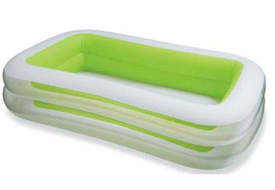 Бассейн Intex семейный 56483семейный 56483Надувной бассейн Intex, очень удобный прямоугольный бассейн имеет ряд преимуществ. Модель имеет хорошее соотношение компактные размеры и удобства.При достаточно небольшой ширине и длине, Вы получите необходимый комфорт и свежесть в жаркую летнюю погоду. Широкие борта позволят детям играть на них. Прочность бассейна рассчитана на нахождение в бассейне нескольких человек. Имеется клапан для слива воды.  Характеристики:  размеры бассейна: 262х175х56 см высота бассейна: 56 см вместимость бассейна: 749 л максимальный уровень воды: 37 см вес упаковки: 5 кг<br>