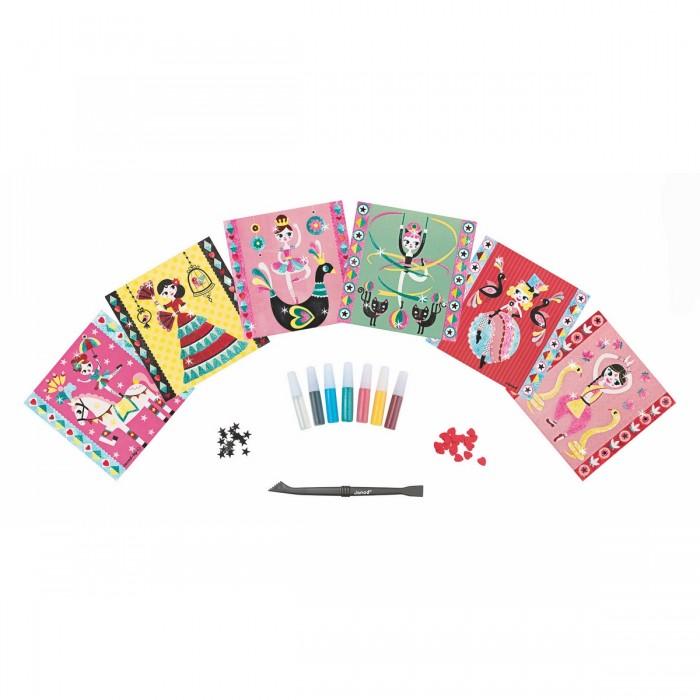 Janod Набор для творчества посыпаем блестками Балерина 6 карточекНабор для творчества посыпаем блестками Балерина 6 карточекНабор для творчества: посыпаем блестками Балерина, 6 карточек 6 цветных заготовок - картинок с липким слоем, 6 тюбиков с цветными блестками, 1 инструмент для работы, 1 тюбик с клеем, 20 черных звездочек, 20 красных сердечек, 1 удобный чемоданчик для хранения. Цветной буклет - инструкция на русском языке входит в состав всех наборов для творчества.  Материал: карточки- картон с липким слоем, тюбики с цветным блестками, инструмент для работы - пластмасса, тюбик с клеем, элементы дизайна - пластмасса, чемоданчик-металл.<br>