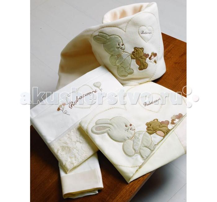 Постельное белье Roman Baby Rubacuori (3 предмета)Rubacuori (3 предмета)Прекрасный комплект Roman Baby Rubacuori - это настоящее нежное объятие сна. Комплект из высококачественного сатина (100% хлопок), а оригинальная аппликация зайчика и мишки в сердечке на бампере, и кружево придают модели особую неповторимость!  Особенности: - ручная или машинная стирка при максимальной температуре 30°С - не отбеливать - гладить при средней температуре (до 150°С)  Материал: - 100% хлопок В комплекте: - одеяло (100x135 см) - одеяло-плед - наволочка (40x60 см.)  Общие размеры: - на кроватку 125х65 см - одеяло 100x135 см - наволочка 40x60 см<br>