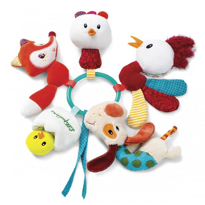 Погремушка Lilliputiens Ферма кольцо с мягкими игрушкамиФерма кольцо с мягкими игрушкамиФерма кольцо-погремушка с мягкими игрушками  Джеф, Алиса, Офелия, Джон и цыпленок, спрятавшийся в яйце, встали в хоровод на небольшом колечке.   Скорее хватай погремушку: эти озорники что-то подготовили для тебя. Погладь Джефа по носику, и он замигает!<br>
